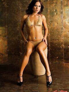 Девушка с голым загорелым телом фото