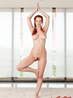 Голая рыжая гимнастка фото