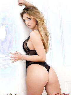 Сексуальная эро фото модель с классной попой